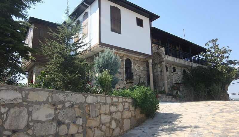 1100000 Euro Villa For Sale in Alanya 1