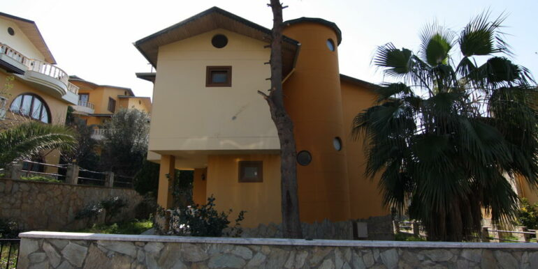 129000 Euro Beachfront Villa For Sale in Alanya Kestel 7