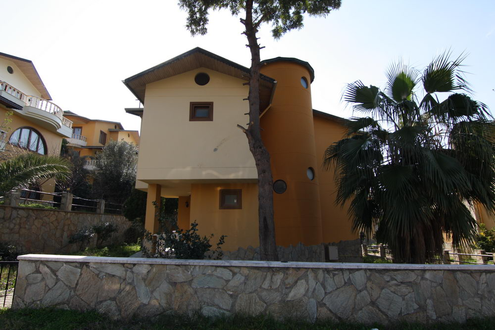 129000 Euro Beachfront Villa For Sale in Alanya Kestel