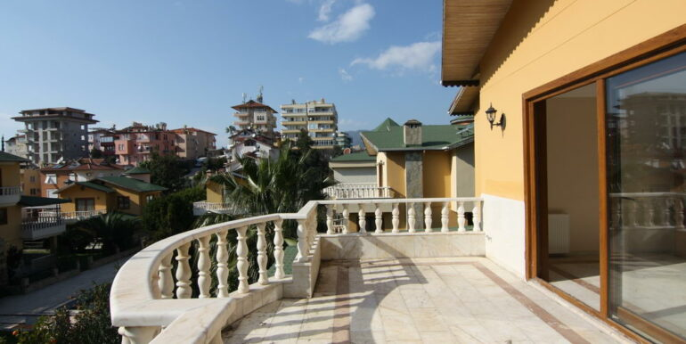 129000 Euro Beachfront Villa For Sale in Alanya Kestel 11