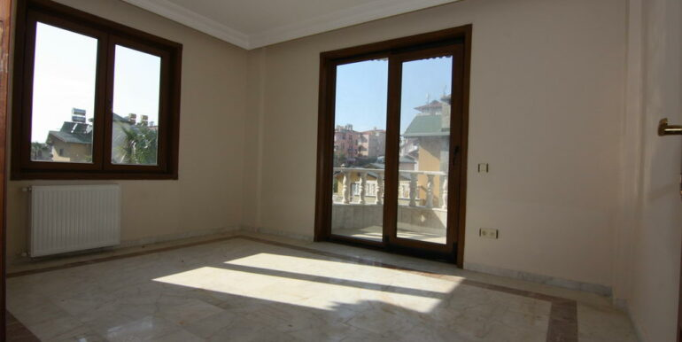 129000 Euro Beachfront Villa For Sale in Alanya Kestel 12