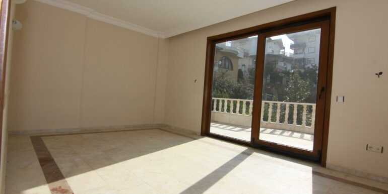 129000 Euro Beachfront Villa For Sale in Alanya Kestel 16