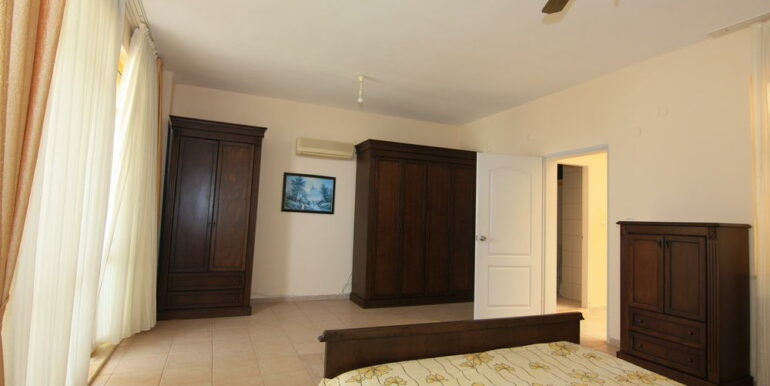 139000 Euro Beachfront Villa For Sale in Alanya 2