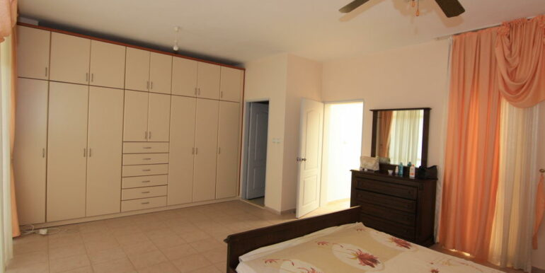 139000 Euro Beachfront Villa For Sale in Alanya 9