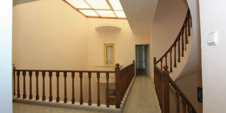 139000 Euro Beachfront Villa For Sale in Alanya 13