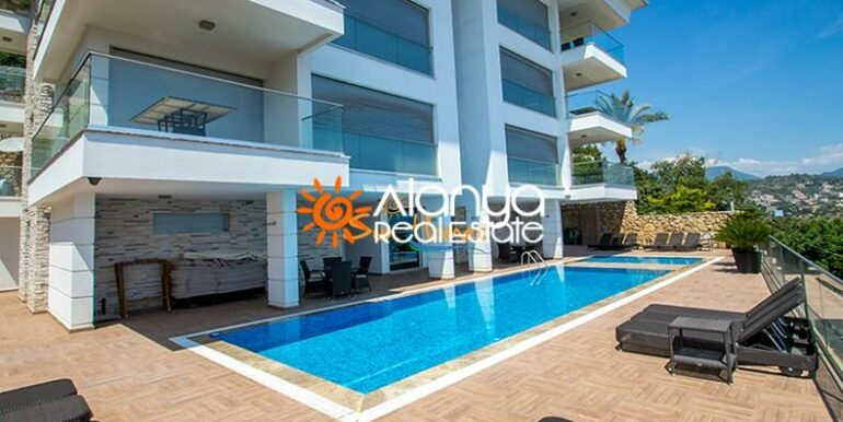 149000 Euro Sea View Penthouse For Sale in Alanya 1