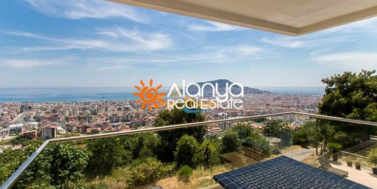 149000 Euro Sea View Penthouse For Sale in Alanya 2