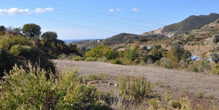 150000 Euro Plot With House For Sale in Alanya Demirtas 9