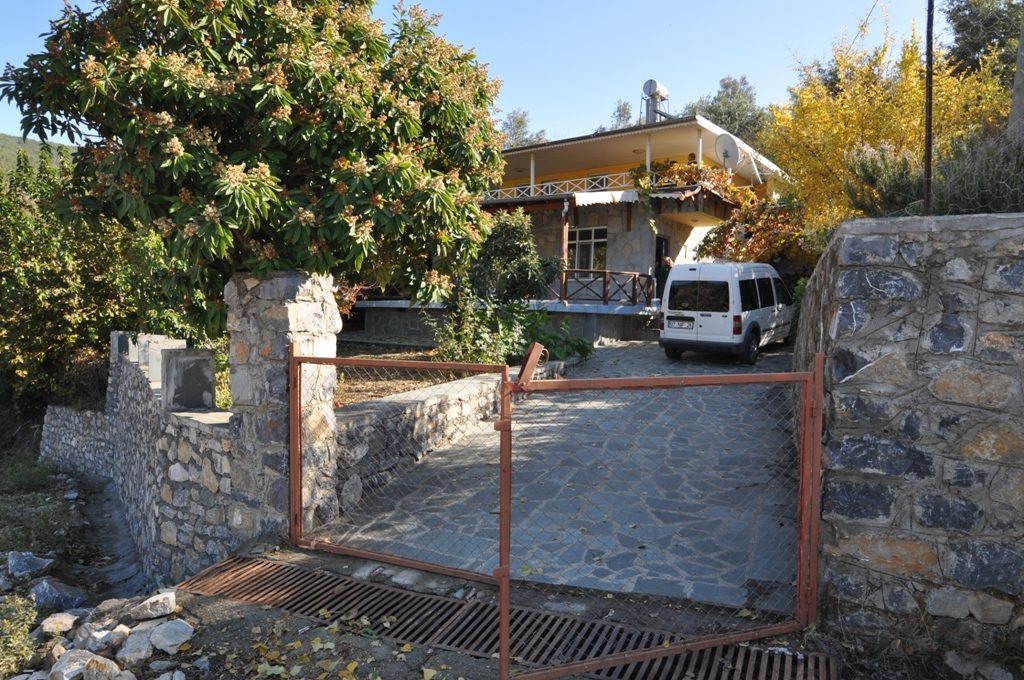 150000 Euro Plot With House For Sale in Alanya Yesiloz