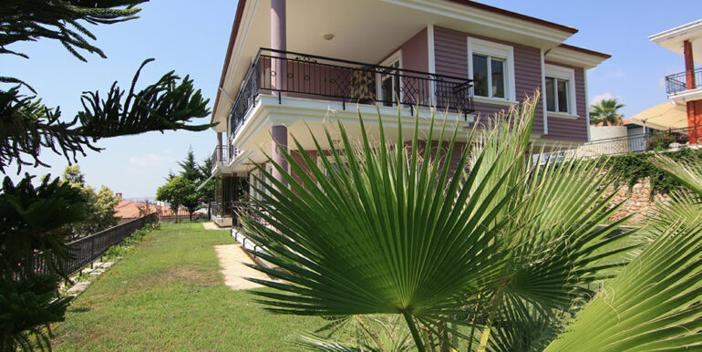 159000 Euro Beachfront Villa For Sale in Alanya 1