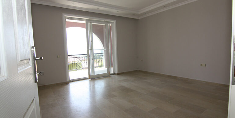 159000 euro Beachfront Villa te koop in Alanya 5