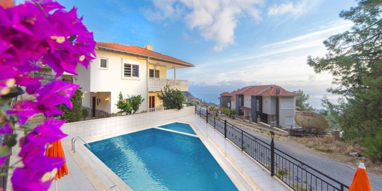 159000 Euro Sea View Villa for Sale in Alanya 15