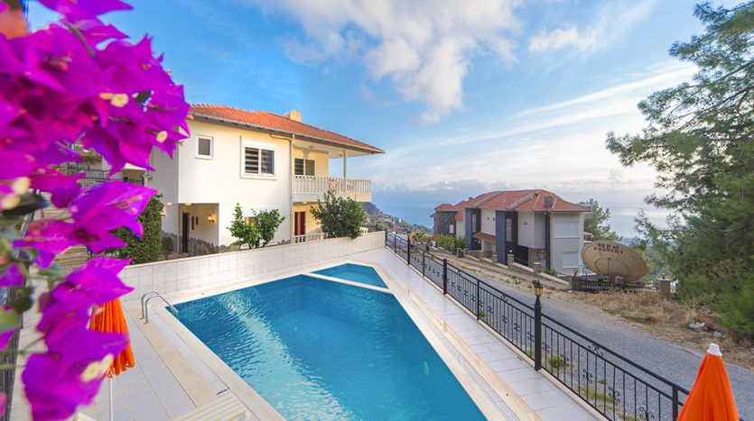 159000 Euro Sea View Villa for Sale in Alanya