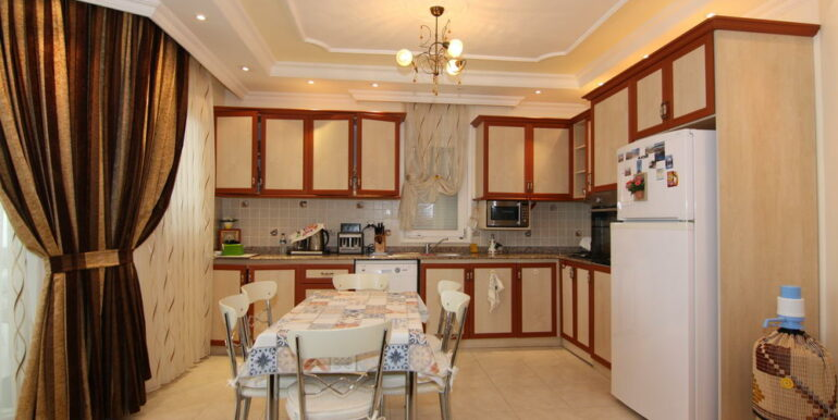165000 Euro Beachfront Villa For Sale in Alanya 5
