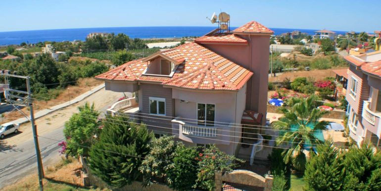 199000 Euro Beachfront Villa For Sale in Alanya 1