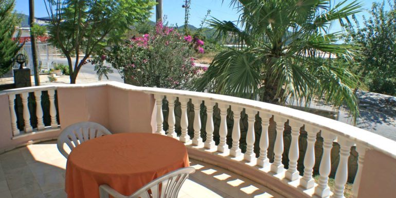 199000 Euro Beachfront Villa For Sale in Alanya 13