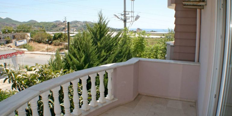 199000 Euro Beachfront Villa For Sale in Alanya 29
