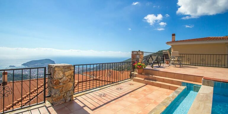 199000 Euro Sea View Villa For Sale in Alanya 17