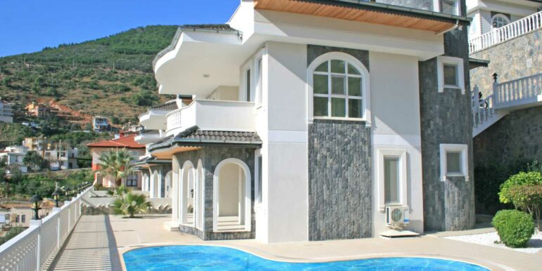 199000 Euro Sea View Villa For Sale in Alanya Tepe 1