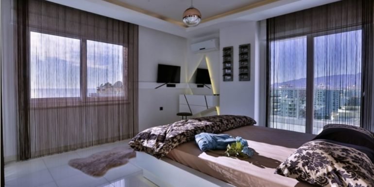 210000 Euro Penthouse For Sale in Alanya Dolce Vita Complex 30