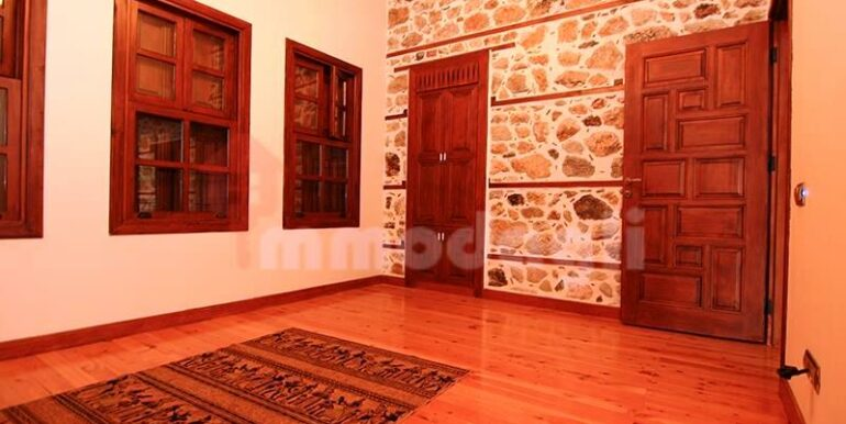 2500000 Euro Antique House For Sale in Alanya 14