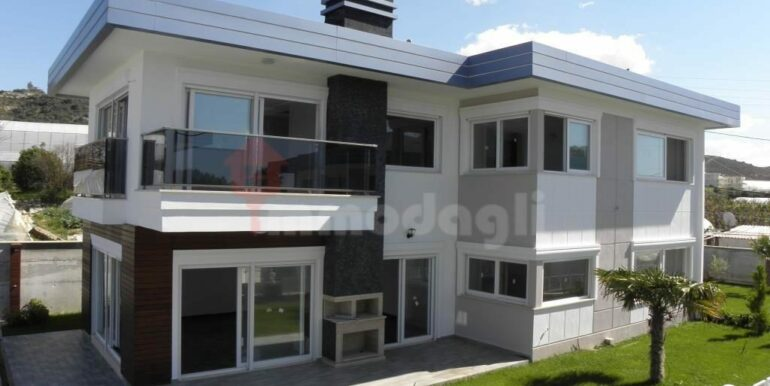 275000 Euro Seaside Villa For Sale in Alanya 1
