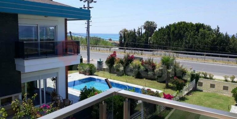 275000 Euro Seaside Villa For Sale in Alanya 2