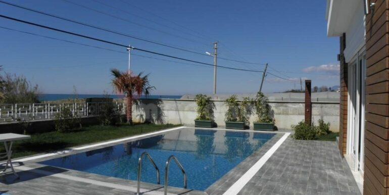 275000 Euro Seaside Villa For Sale in Alanya 3