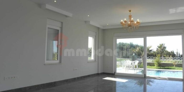 275000 Euro Seaside Villa For Sale in Alanya 6