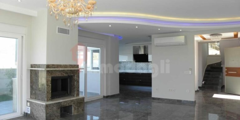 275000 Euro Seaside Villa For Sale in Alanya 8
