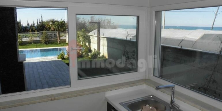 275000 Euro Seaside Villa For Sale in Alanya 10