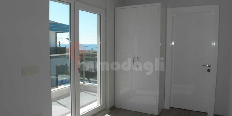 275000 Euro Seaside Villa For Sale in Alanya 13