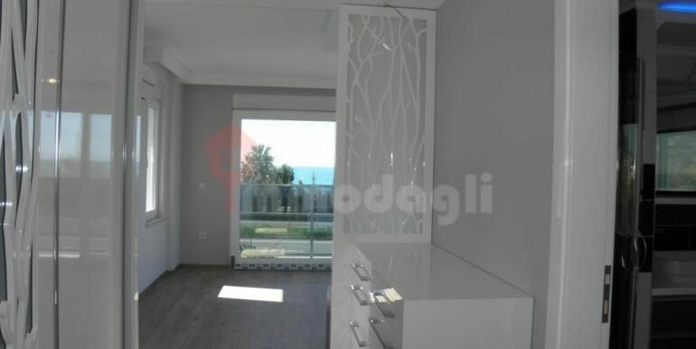 275000 Euro Seaside Villa For Sale in Alanya 14
