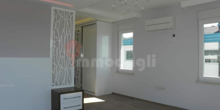 275000 Euro Seaside Villa For Sale in Alanya 15