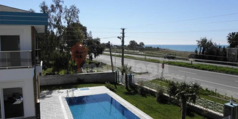 275000 Euro Seaside Villa For Sale in Alanya 17