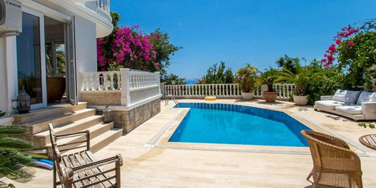 299000 Euro Villa For Sale in Alanya Cikcilli 3