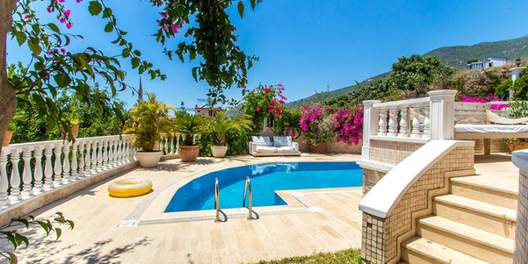 299000 Euro Villa For Sale in Alanya Cikcilli 4