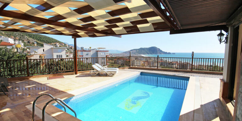 525000 Euro Villa For Sale in Alanya 2