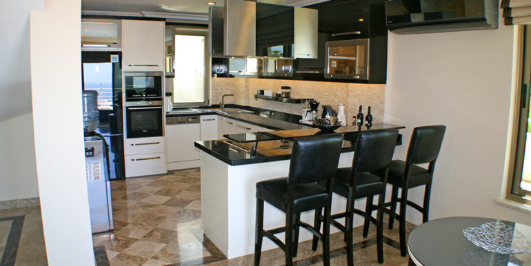 550000 Euro Luxury Villa For Sale in Alanya 15