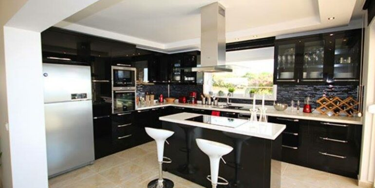 575000 Euro Villa For Sale in Alanya 8