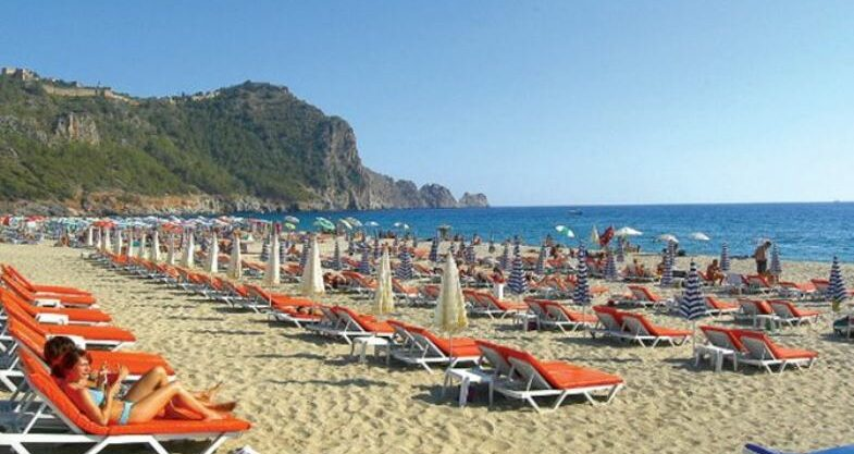 3 Room Cleopatra Beach Apartment for sale in Alanya