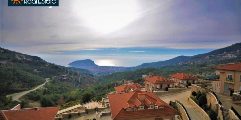 80000 Euro Sea View Penthouse For Sale in Alanya 1