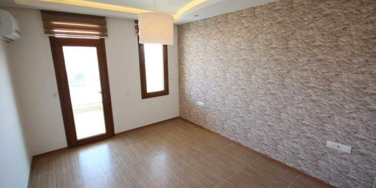 95000 Euro Penthouse For Sale in Alanya Oba 16