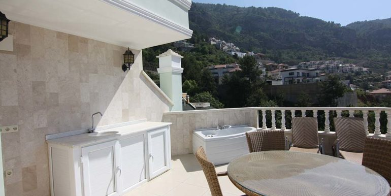 95000 Euro Sea View Penthouse For Sale in Alanya 16