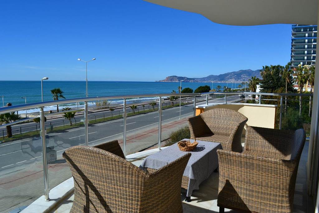 Beachfront apartment for sale Alanya Turkey 118.000 Euro