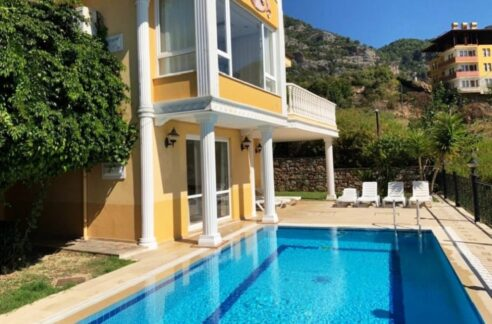 Alanya City Center Private Villa For Sale from owner P149AR