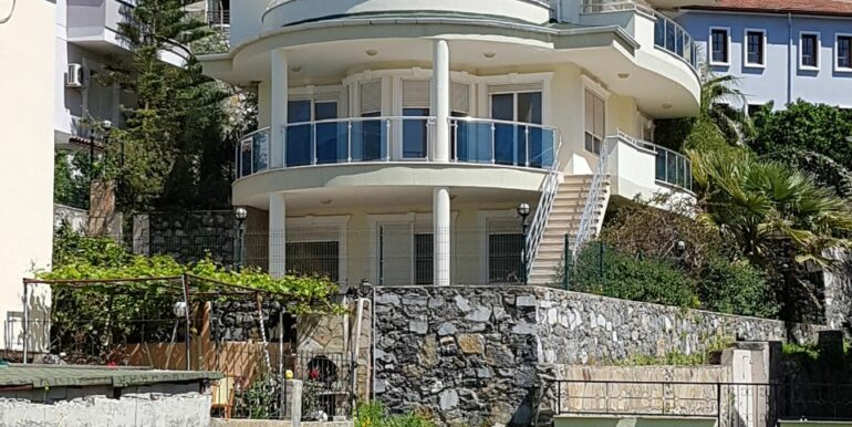 Private Villa With Swimming Pool In Alanya On Urgent Sale