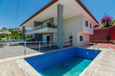 Private Villa With Garage And Pool For Sale In Alanya