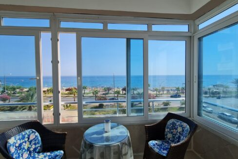 Beachfront 2 Bedroom Apartment With Direct Seaview